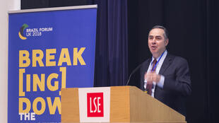O ministro Luís Roberto Barrosso do STF abriu neste sábado (5) o fórum que discute os 30 anos da Constituição brasileira, em Londres.