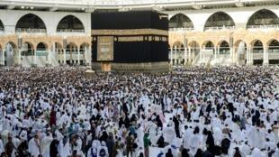 Mahajjata da ke dawafi a masallacin Ka'aba na Saudiya