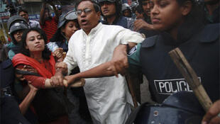 Police arrest activists from the National Committee to protect Oil, Gas, Mineral Resources, Power and Ports on Sunday