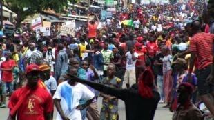 Des manifestants contre une modification de la Constitution à Conakry le jeudi 24 octobre 2019.