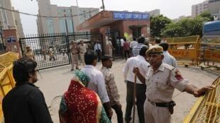 A segurança foi reforçada na entrada do tribunal de Nova Délhi, onde muitos curiosos foram ouvir a sentença anunciada nesta sexta-feira, 13 de setembro de 2013.