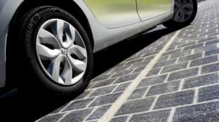Wattway, le revêtement fait de dalles intégrants des cellules photovoltaïques.
