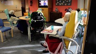 Des personnes âgées dans une maison de retraite en France (Photo d'illustration).