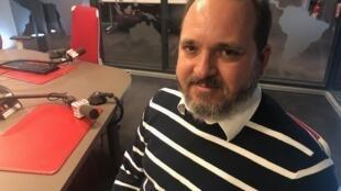 O sociólogo Flávio Sofiati nos estúdios da RFI Brasil.