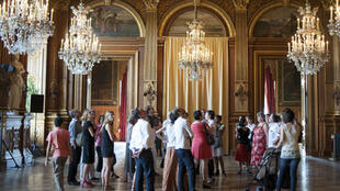Una de las numerosas salas del Ayuntamiento de París.