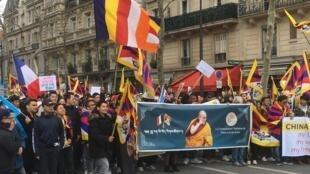 习近平到访法国包括海外藏人和维族人等人抗议游行 呼吁尊重人权