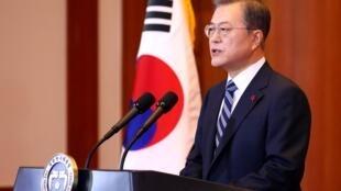 韩国总统文在寅2020年1月7日发表电视新年讲话,表示将重新推动朝鲜领导人金正恩访问首尔。