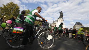 "Supporters of ""Alternatiba"" ride bicycles in Paris on 26 September, 2015."