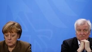 A chanceler alemã Angela Merkel e o minstro do Interior, Horst Seehofer.
