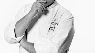 香格里拉担任厨师的米其林星级厨师克里斯托夫·穆雷(Christophe Mouret)