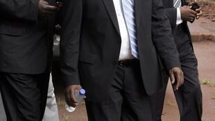 Elton Mangoma arrives at the Harare Magistrates court, escorted by a plainclothes police officer, 11 March 2011