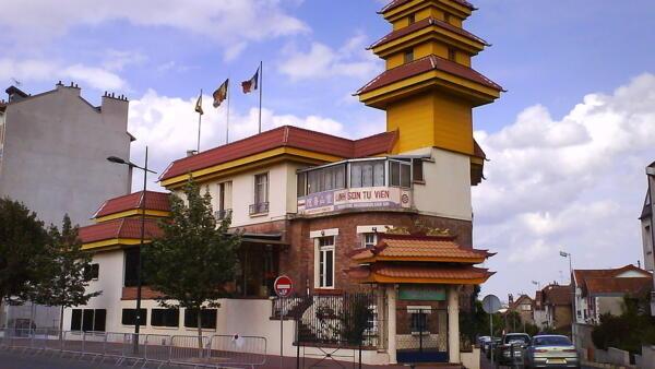 Linh Sơn tự viện ở Joinville-Le-Pont, ngoại ô phía đông Paris.