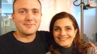 Kevin Seddiki y Sandra Rumolino en los estudios de RFI en París.