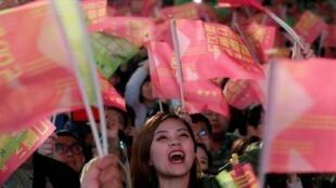 Những người ủng hộ bà Thái Anh Văn tại Đài Bắc vui mừng trước chiến thắng ngày 11/01/2020.