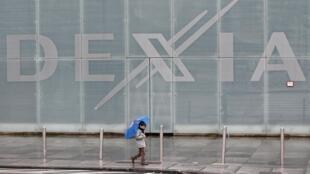 O banco Dexia é a primeira vítima da crise das dívidas soberanas, que atinge a Europa.