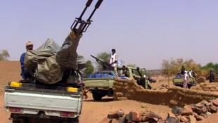 Groupe armé à Kidal, le 13 juillet 2016. Sur le terrain, les groupes armés comme le CJA ont le sentiment qu'on accorde plus de considération aux hommes armés de cette cité.