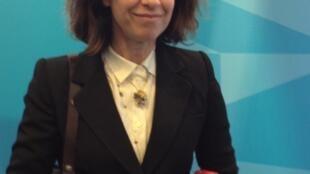 A atriz e escritora brasileira Fernanda Torres no Salão do Livro de Paris.