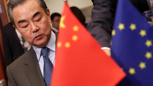 """Chiêu bài """"đa phương"""", """"đôi bên cùng có lợi"""" của ngoại trưởng Trung Quốc Vương Nghị có còn khuyến dụ được châu Âu ?"""