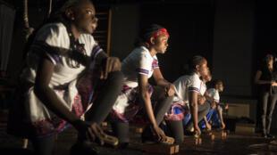 Lors des répétitions de «Oshi-Deutsch: Enfants namibiens de RDA».