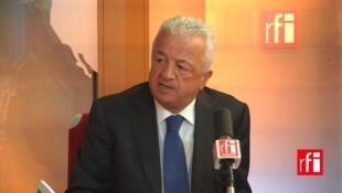 O embaixador da Turquia na França, Hakki Akil, nos estúdios da RFI em Paris.