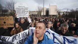 Manifestantes anti gubernamentales en Sarajevo, el 10 de febrero de 2014.