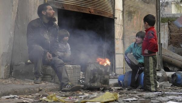 Une famille de Syriens dans la région de Homs, le 30 janvier 2014.
