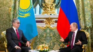 Tổng thống Nga Vladimir Putin (P) tiếp tổng thống lâm thời Kazakhstan, Kassym-Jomart Tokayev tại điện Kremlin, ngày 03/04/2019.