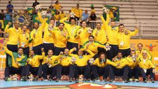 A equipe masculina de handebol vibra com o ouro no Pan
