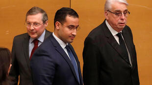 Alexandre Benalla (c) with Commission president Philippe Bas (L.) and Commission rapporteur Jean-Pierre Sueur (R.), at Senate, 21 January, 2019.