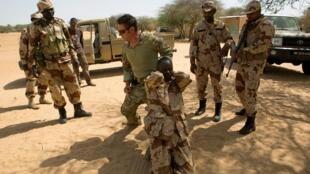 Sojojin Nijar na atisaye da takwarorinsu na Amurka a yanki Diffa, Niger, 4 maris, 2014. REUTERS/Joe Penney/File photo