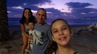 O casal Gisele e Eduardo Balassiano com os filhos, Tatiana e Fernando, em Israel