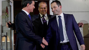 Losing candidate Manuel Valls (L), Socialist Party national secretary Jean-Christophe Cambadélis (C) and winner Benoît Hamon on Sunday