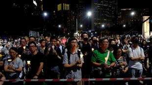 Dân Hồng Kông thắp nến tưởng niệm các nạn nhân vụ đàn áp Thiên An Môn, Khuôn viên Victoria, ngày 04/06/2018.