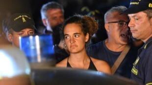 Carola Rackete, nữ thuyền trưởng tàu Sea Watch III, bị cảnh sát Ý bắt tối 29/06/2019, sau khi cho tàu cập cảng Lampedusa.