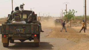 Un véhicule de l'armée malienne dans les rues de Gao.