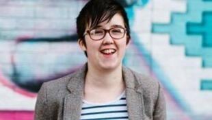 Lyra McKee, jornalista de 29 anos  abatida a tiro na noite de quinta-feira em Londonderry, na  Irlanda do Norte.