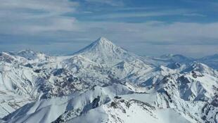 قله دماوند از فراز توچال
