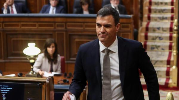 Derrotado nas últimas duas eleições e depois expulso da liderança de seu partido antes de voltar pela porta da frente, o socialista Pedro Sánchez saiu triunfante de uma última e arriscada aposta que o levou ao poder na Espanha.