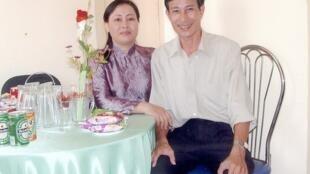 Bà Dương Thị Tân và ông Nguyễn Văn Hải (blogger Điếu Cày).