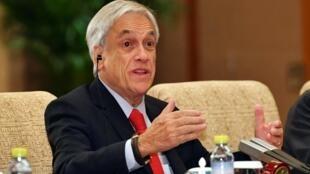 Le président du Chili, Sebastian Piñera, a été cité à comparaître vendredi 7 juin à propos d'irrégularités administratives liées à la construction d'une résidence secondaire.