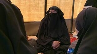 Mulheres de jihadistas entregues às forças curdas na Síria.