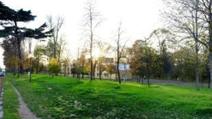 Центр приема бездомных на границе Булонского леса и авеню Maréchal-Maunoury