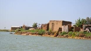 Le fleuve Logone entre le Cameroun et le Tchad.