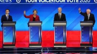 Vifs échanges lors du dixième débat entre les sept candidats à l'investiture du parti démocrate, à Charleston le 25 février 2020.