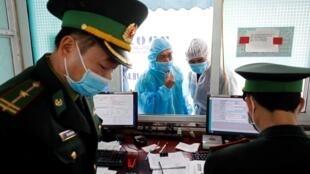 Kiểm soát nhập cảnh tại cửa khẩu Hữu Nghị, Lạng Sơn, Việt Nam. Ảnh chụp ngày 20/02/2020