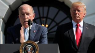 美國總統特朗普最高經濟顧問,白宮國家經濟會議主席柯德洛 與特朗普,2018年7月