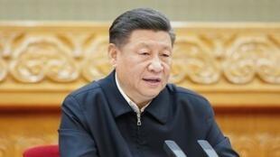 习近平2月23日统筹防控和发展电视电话会议讲话没有戴口罩照片