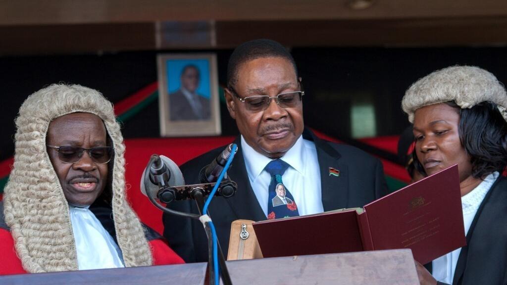 Peter Mutharika prête serment le 28 mai 2019 après l'élection présidentielle au Malawi.