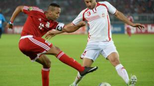 Aymen Abdennour (à droite) sous le maillot de la Tunisie, face à la Guinée équatoriale.