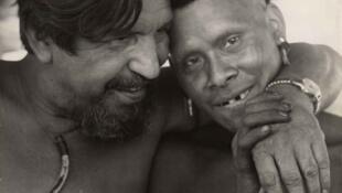 Orlando Villas-Bôas e um índio ikpeng, em 1967.